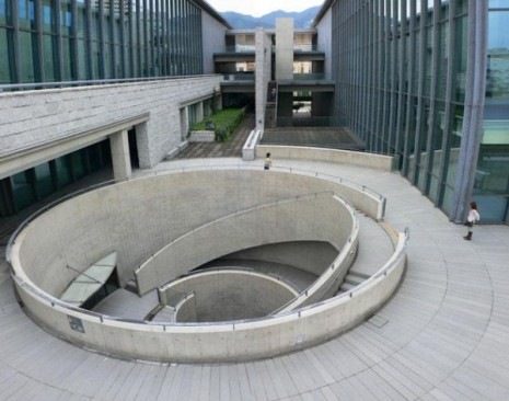 hyogo_prefectural_museum_of_art_10-600x473