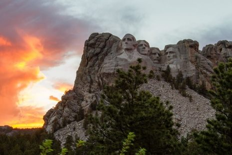 Mount-Rushmore-during-sunset