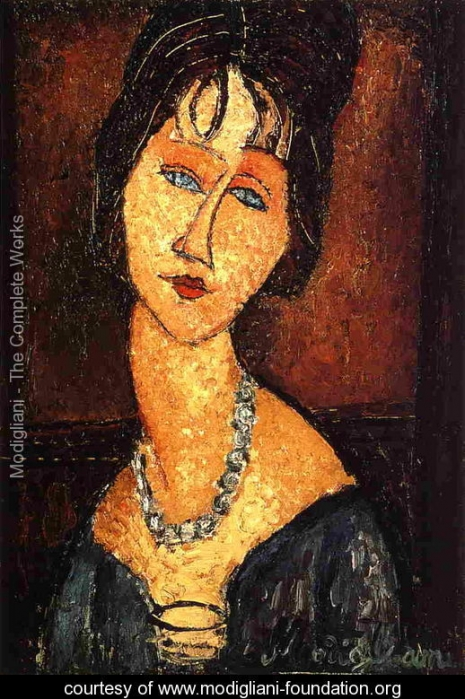 jeanne-hebuterne-with-necklace