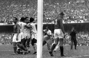 Detalj sa meča Brazil-Jugoslavija - 2:0, Zozinho 69'