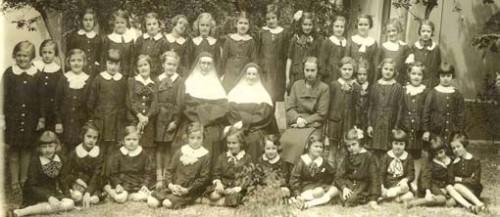 Učenice ispred francuske škole San Žozef, 1935.