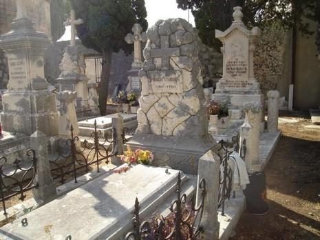 Grob_Milovana_Glisica_u_Dubrovniku_a