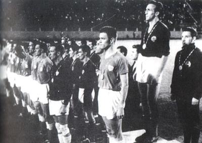 Kapiten Bora Kostić na pobedničkom postolju u Rimu 1960.
