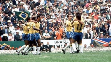 Igrači Brazila slave pobedu u finalu Mundijala 1970.