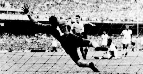 Schiaffino postiže izjednačujući gol u finalu Mundijala 1950.
