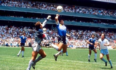 """""""Ukazivanje"""" Božije ruke na stadionu Azteca u Meksiku 1986."""