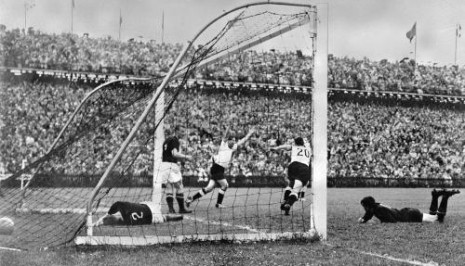 Izjednačujući gol Helmuta Rahna u finalu 1954.