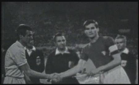 Kapiteni Jugoslavije i Italije pred početak finala EP 68