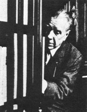 borges_in_library