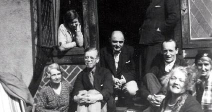 """Mitrinović sa članovima grupe """"Nova Evropa"""", tokom tridesetih godina prošlog veka"""