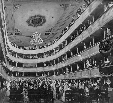 gustav_klimt_zuschauerraum_im_alten_burgtheater_in_wien_1888_oel_auf_leinwand_original