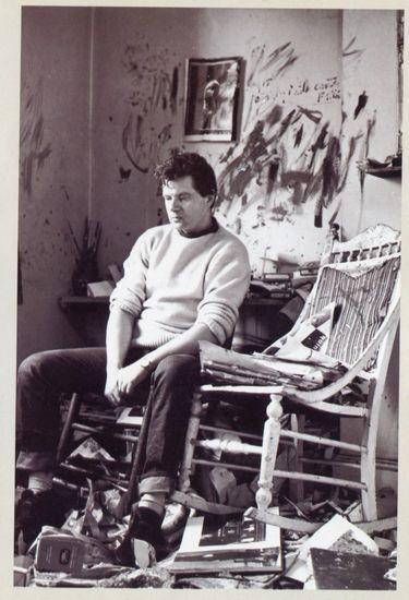 Bejkon u svom ateljeu u Batersiju (Battersea), krajem 1950-ih