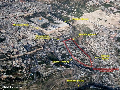 """20 Širi areal oko Brda Hrama i područja tzv. """"Davidovog grada"""" sa označenom predpostavljenom lokacijom palate kralja Davida"""