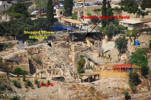 """Tzv. """"stepenasta kamena struktura"""" i položaj ostataka iskopanih 2005. godine, koje je Eilat Mazar intepretirala kao ruševine palate kralja Davida"""