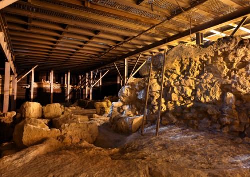 """24  Tzv. """"velika kamena struktura"""", tj. ostaci koje je 2005. godine E. Mazar tendenciozno interpretirala kao deo Davidove palate"""
