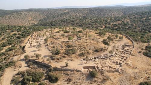 """Lokalitet Khirbet Qeiyafa u dolini Ejla, za koga pojedini istraživači smatraju da predstavlja biblijski grad Shaaraim, odnosno tzv. grad """"Dve kapije"""""""
