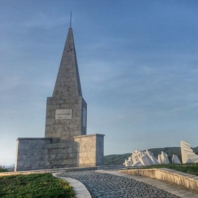 Постојећи споменик - пирамида