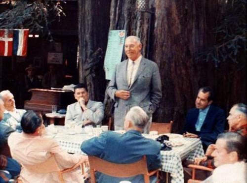 Leto 1967. u kampu Sovinog Gnezda – na slici su dva buduća američka predsednika, Ronald Regan i Ričard Nikson