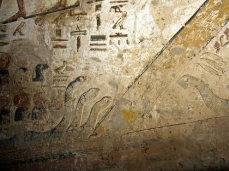 egypt-seti-tomb-tunnel-snakes_22989_600x450