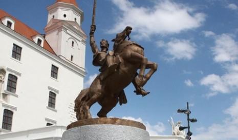 Spomenik Svetopluka I postavljen na tvrđavi u Bratislavi