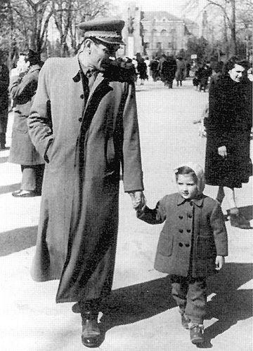 Vojo Abramović s Marinom 1950. godine. Arhiv Abramović