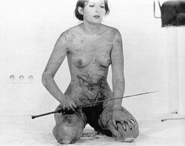 Marina Abramović, Thomas Lips, Galerija Krincinger, Inzbruk 1975. Vlasništvo galerije Šona Kelija u Njujorku