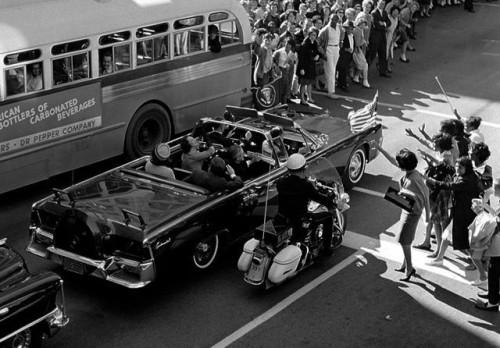 Vožnja kroz Dalas pre atentata (Foto: Beta-AP)