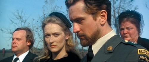 """Scena iz filma """"Lovac na jelene"""": Meril Strip i Robert de Niro"""