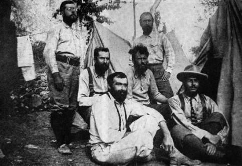 Krouli sa članovima ekspedicije na planinski vrh K2, na Himalajima, 1902.