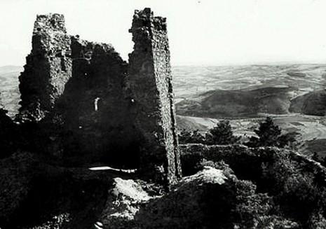Ostaci tvrđave Žrnov neposredno pre rušenja.