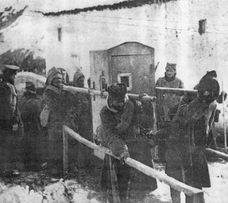 Албанска голгота - Српски војници носе болесног војводу Путника.