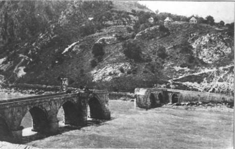 Мост на Дрини у Вишеграду који су минирали Аустро-Угари у бекству.