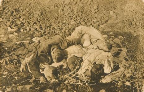 Мртви српски војници од глади и изморености код Љеса у Албанији, 1915.