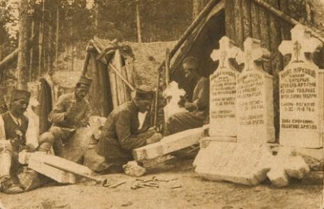 Радња надгробних споменика изгинулим друговима на Кајмак-чалану.
