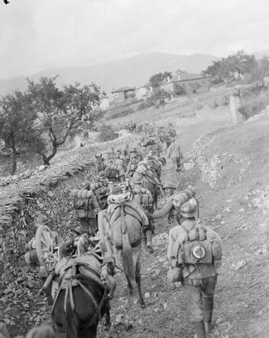 Српски војници кроз Македонију, 1916.