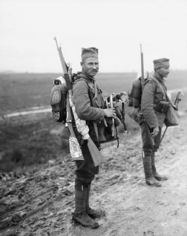 Српски војници, преживели Албанију и са новим француским униформама, 1916.