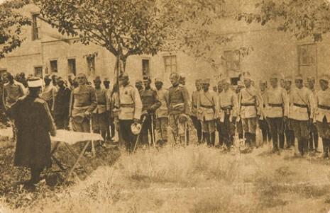 Хоџа заклиње на верност муслимане српске војске.