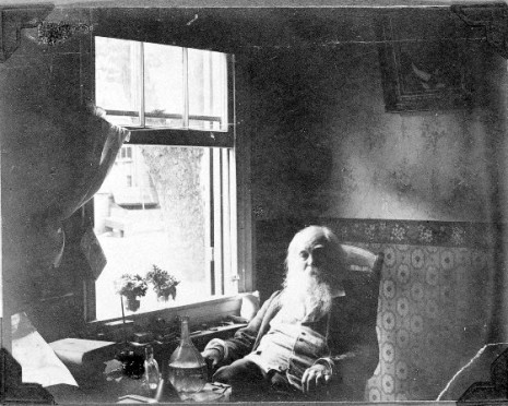 Walt_Whitman_photographed_by_Thomas_Eakins