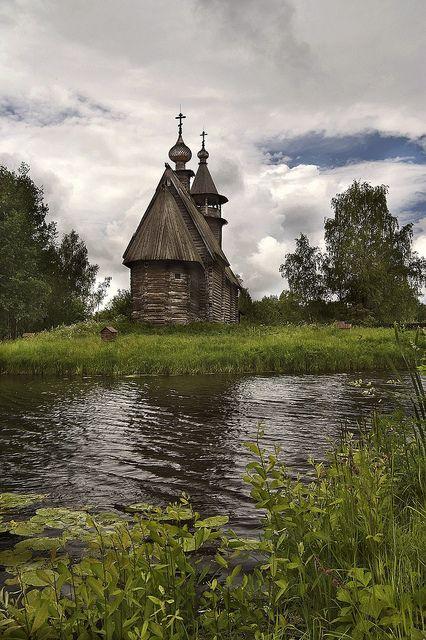 Stara ruska drvena crkva