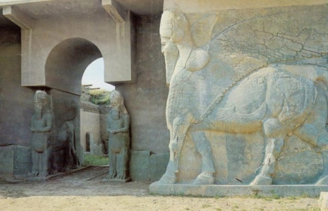 Arheološki lokalitet Nimrud, Tzv. lamasu statue na severozapadnom ulazu u palatu Ašurnazirpala II (IX vek p.n.e.)