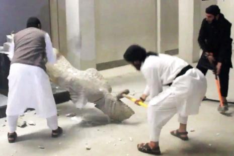 Uništavanje muzejskih eksponata u Mosulu, februar 2015.