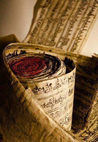Tibetanske mantre u molitvenom točku. Veruje se da, kada se točak odmota, energija se šalje u Univerzum.