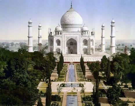 Tadž Mahal i vrt s rekama