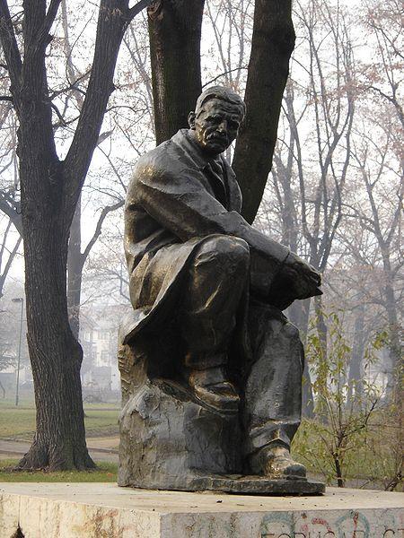 Споменик Бори у градском парку у Врању