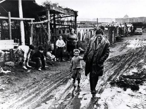 Pasolini-nella-periferia-romana-in-un-servizio-degli-anni-Cinquanta