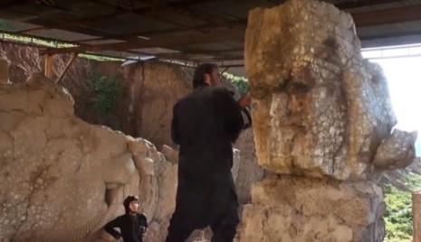 Razaranje monumentalnih skulptura Nirgal kapije na arheološkom lokalitetu Niniva