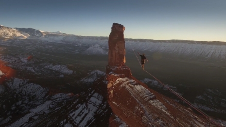 Sky-walk-Record-Breaking-500-Meter-Slackline-Walk-2