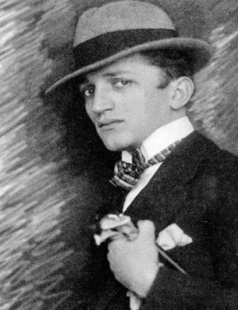 Бранислав Мицић алиас Бранко Ве Пољански (1897 – тачна година и место смрти су непознати, вероватно у Паризу) Псеудоним потиче од назива родног села мајке, Мајске Пољане, где је као дечак доста времена провео.