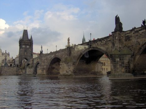 5-Voznja-brodicem-Vltavom-Karlov-most