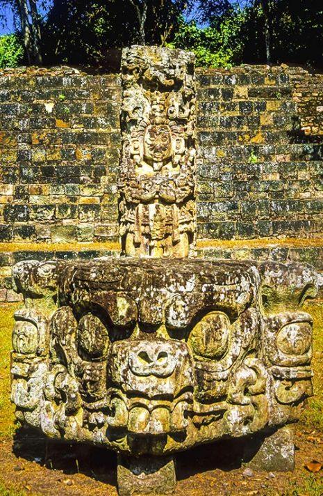 copan-stela-s-oltarom